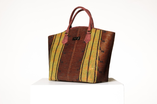 Gaale-Tote-Bag_Brick-Zoom.jpg
