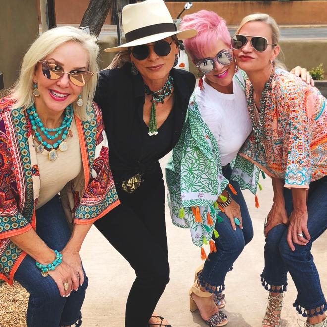 Fashionistas-shopping-4W-CHIC